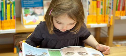 kind beim lesen_b